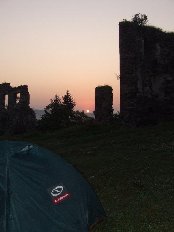 Zachód słońca na zamku w Buczaczu