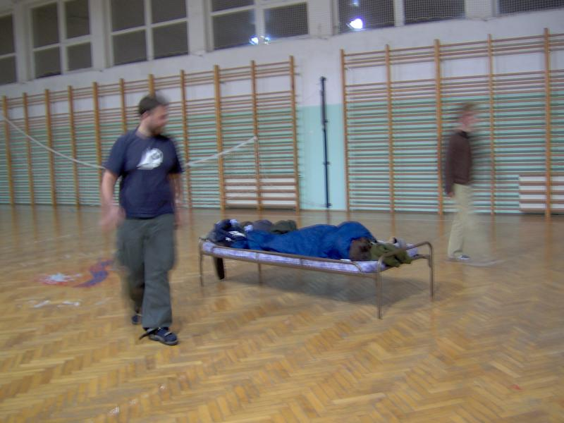 Wojnar dowiedział się że śpi w sali gimnastycznej dopiero jak go w nocy suszyło :-)))