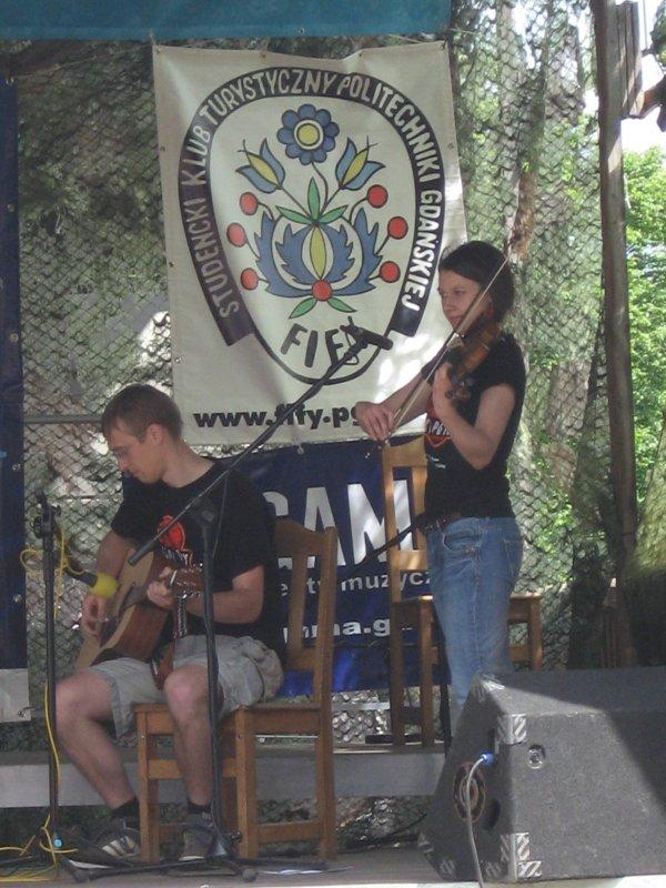 Gitarzysta III i skrzypaczka.