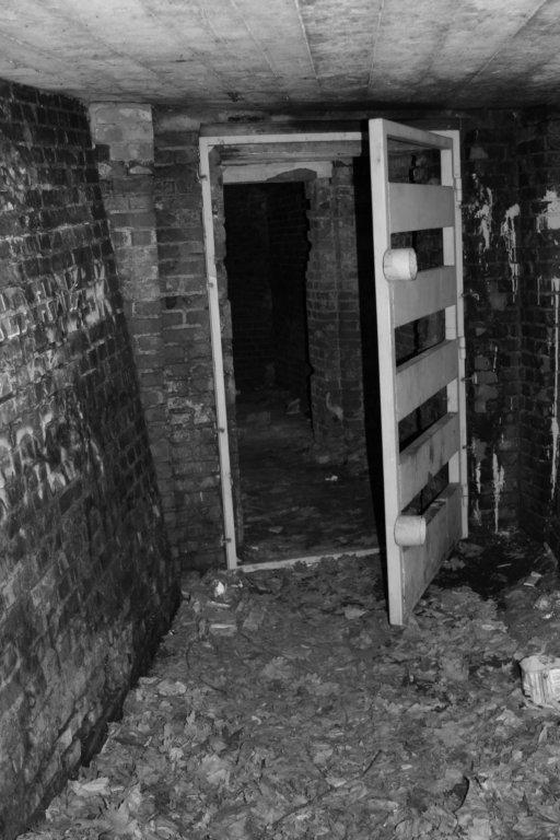 Przed nami wszystkie drzwi są otwarte -  schron na Babich Dołach fot. Marta