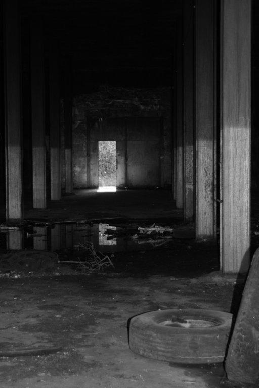 Światełko w tunelu - w zbiorniku mazutu fot. Marta