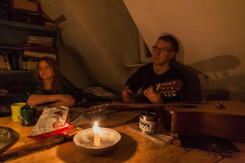 Świeczki, gitara, żarcie