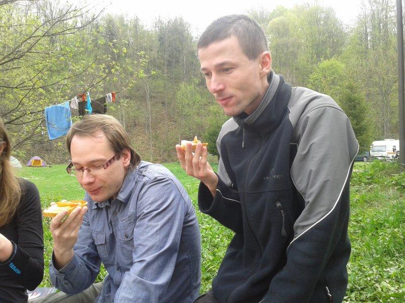Bob z Mirasem jedli mięso