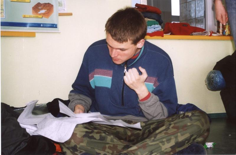 Bartuś studiuje mapę