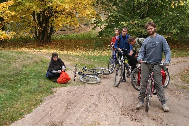 Grupa rowerowa w prawie pełnym składzie (bez naszego fotografa Grzesia)
