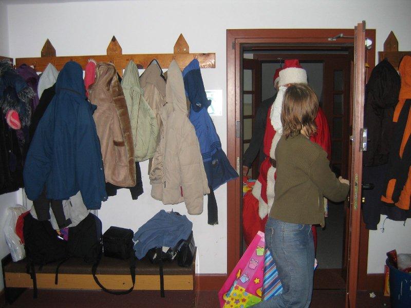 Św. Mikołaj skapitulował i wszedł przez drzwi