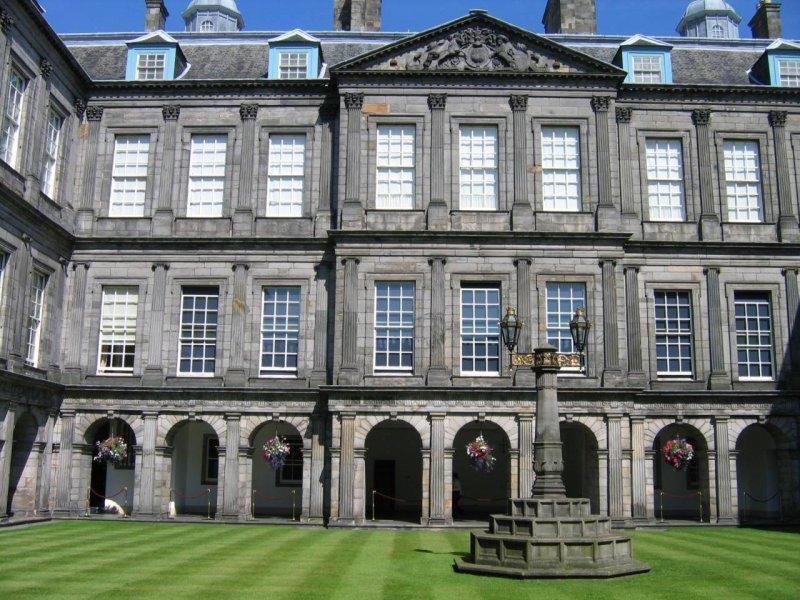 Pałac od dziedzińca