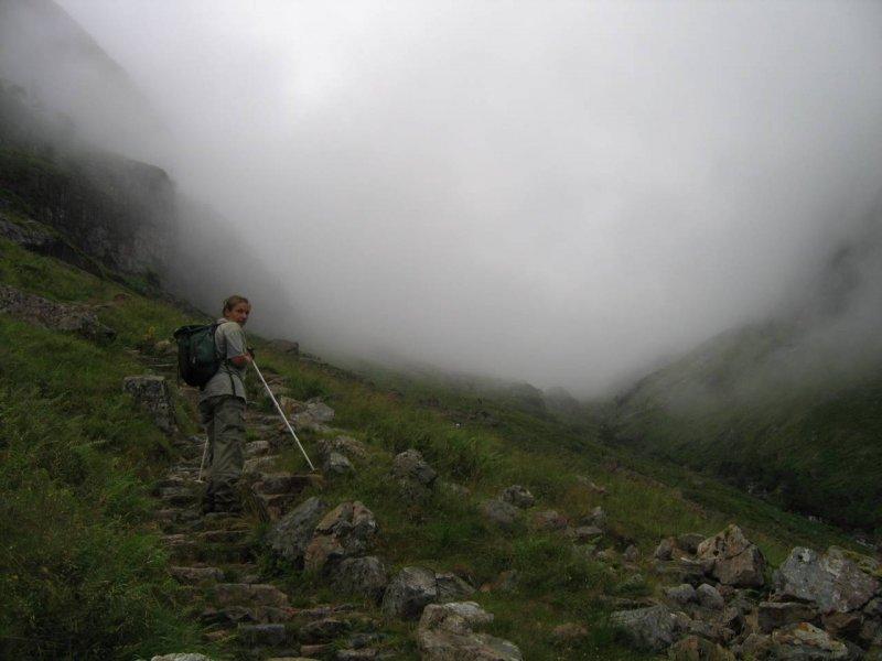 Idziemy doliną Coire nan Lochan. Taka chmura , że na pewno sie pogubimy