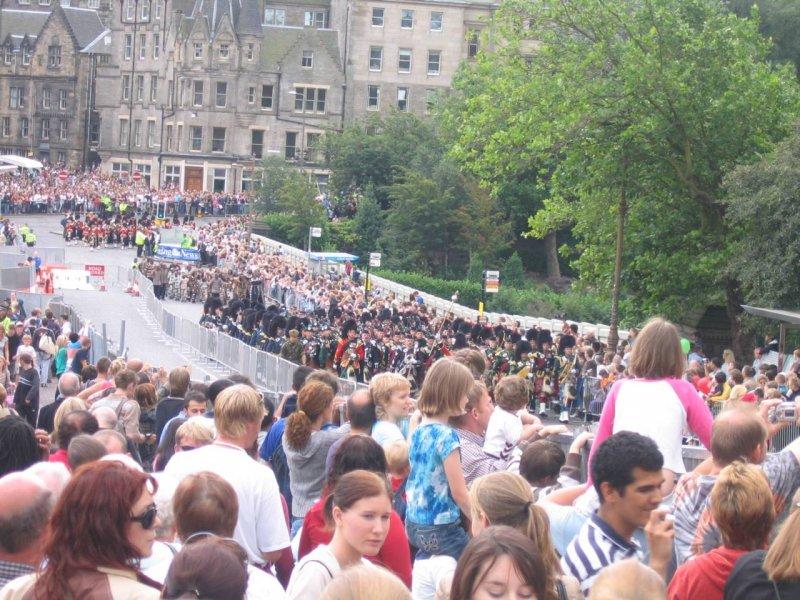 Edynburg - parada na początek festiwalu