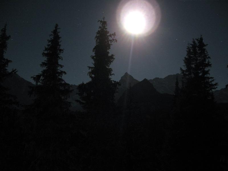 nocny widok na Granaty, po... Żubrówce