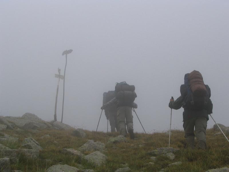 Mimo chmur , trafiliśmy na przełęcz.