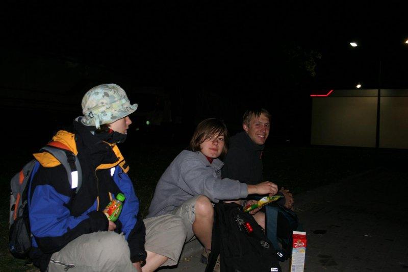 Nocny powrót z Kłodzka, przystanek na Orlenie