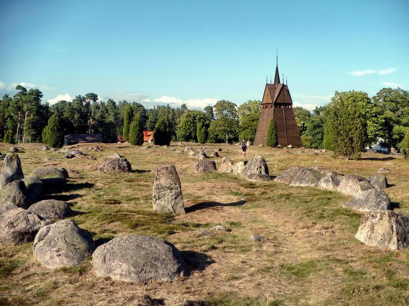 Stare groby w kształcie łodzi