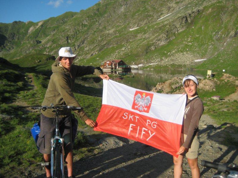 Runda honorowa z flagą - jezioro Balea