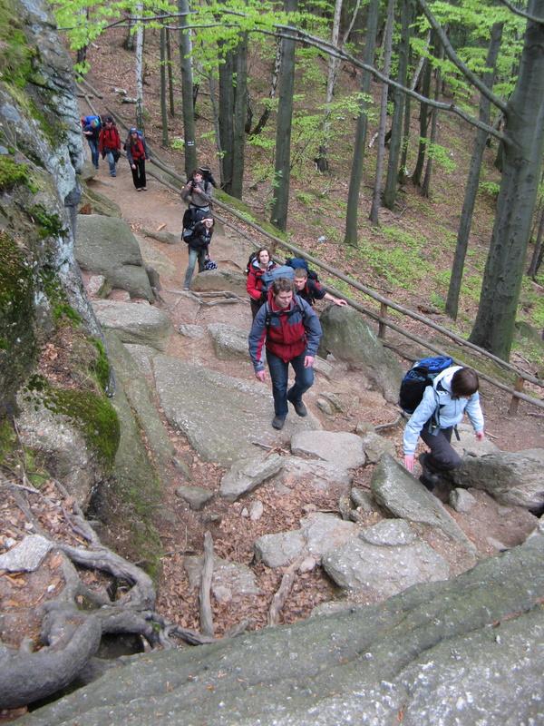 podejście do zamku Chojnik