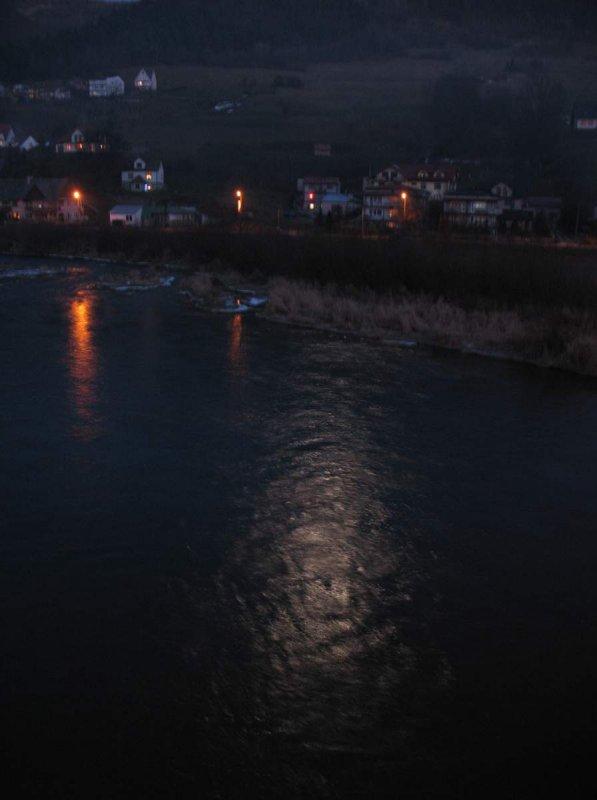 Księżyc w rzece