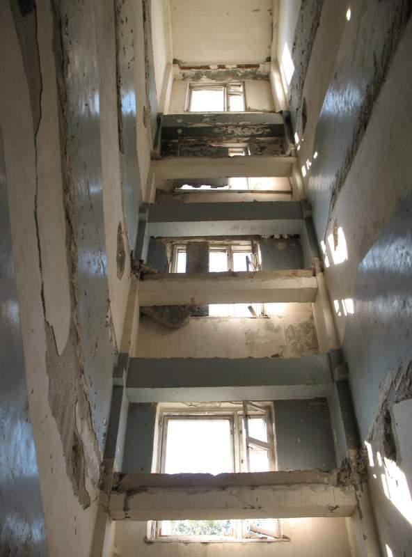 'Everything is possible if you only dare' czyli jak wynieść klatkę schodową z czteropiętrowego bloku