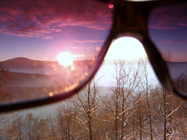 przez różowe okulary
